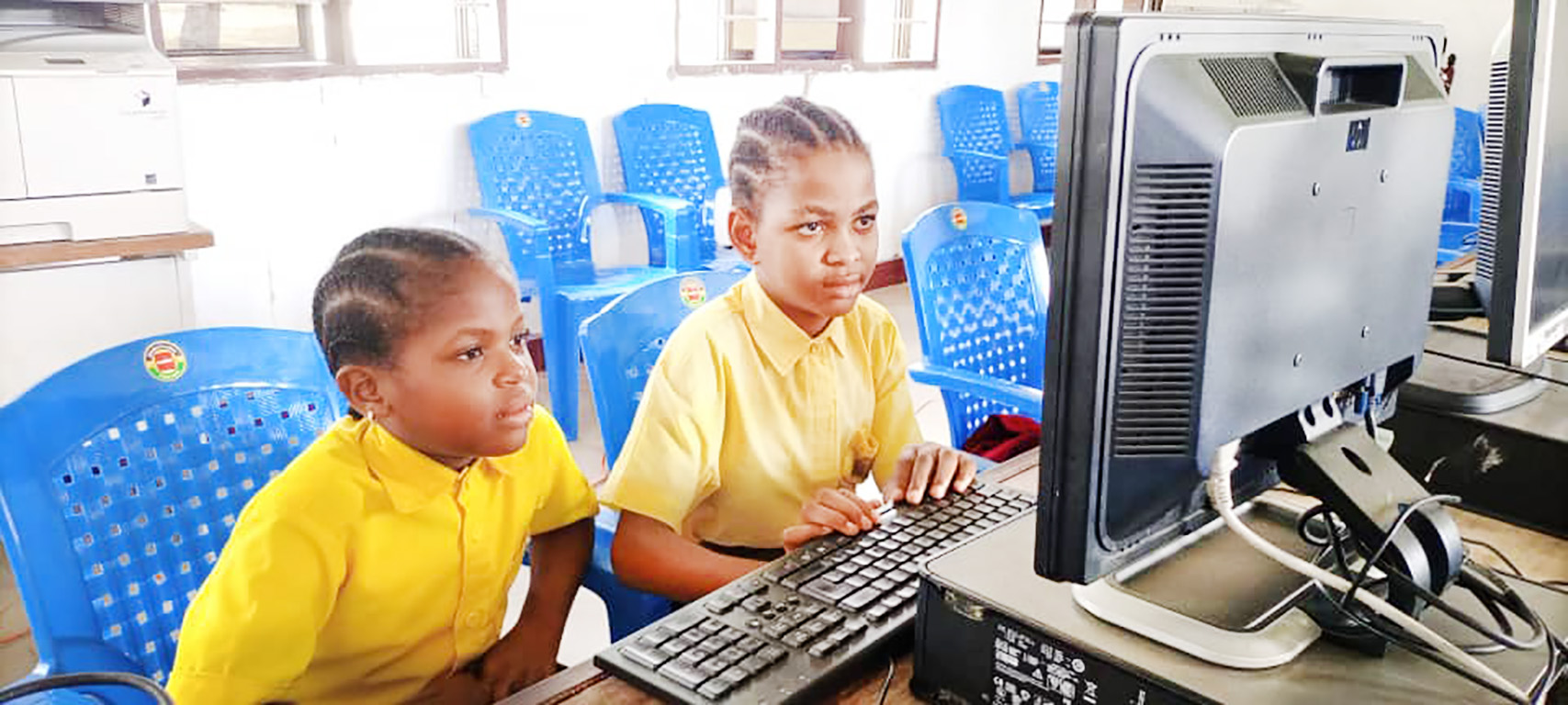 Digital Word ,Students in the Computer Lab